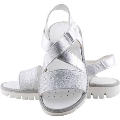 Ezüst, fölül gumipántos, lábszélességre állítható, Primigi szandál